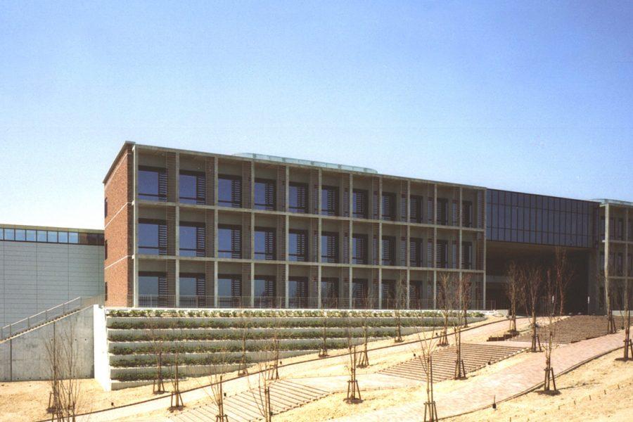 京都大学総合研究・管理棟